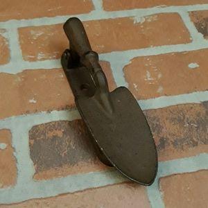 Garden shovel door knocker cast iron Vintage look